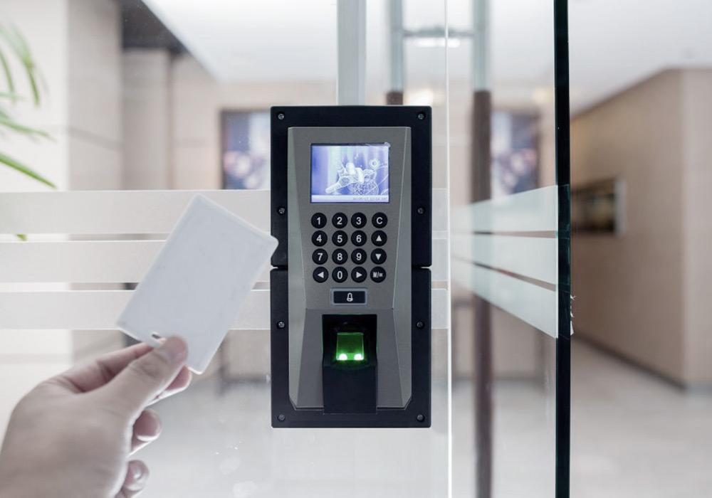 Controlo de acessos: Gestão de Fechaduras Eletrónicas